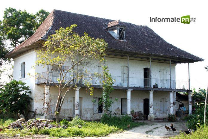 Hace más de un siglo, en 1886, el francés Frederick Proal construyó, en Paso de Telaya, la casa con maderas de Canadá y cantera del estado de Puebla que subiste hasta la fecha (Foto: Jorge Huerta)