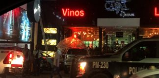 Algunos negocios de giros nocturno continúan prestando servicio (Foto: Jorge Huerta E.)
