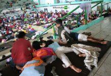 En el gimnasio municipal se concentraron los damnificados del huracán Dean (Foto: Jorge Huerta E.)