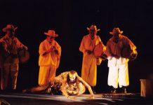 Performance en la primera Cumbre Tajín en el año 2000 (Foto: Jorge Huerta E.)