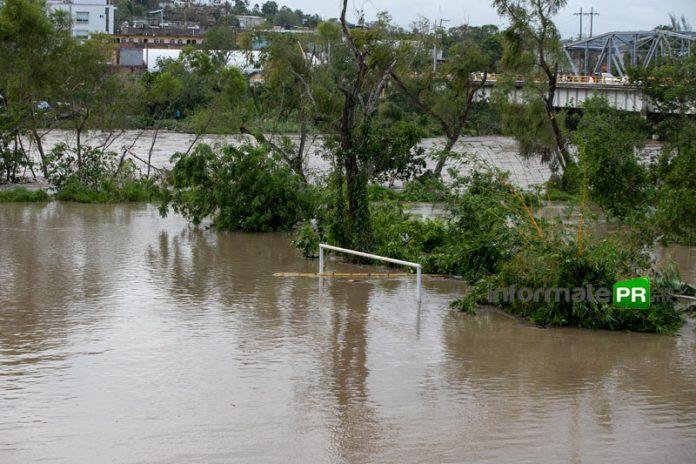 En las partes bajas el río Cazones de desbordó. En la imagen el campo Ignacio de la LLave del cual se ve la parte alta de las porterías (Foto: Jorge Huerta E.)