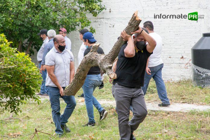 Maestros que trabajan en la Secretaría de Educación de Veracruz ponen la muestra para avanzar en la reconstrucción de las escuelas impactadas por el huracán