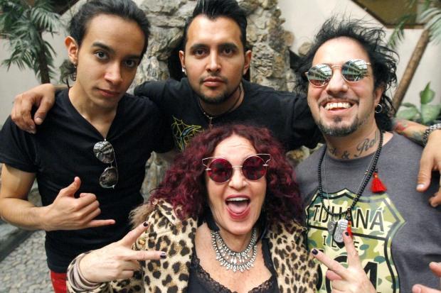 Foto: https://rock101online.mx/kenny-y-los-electricos-presenta-mezcal-tengo-roto-el-corazon/