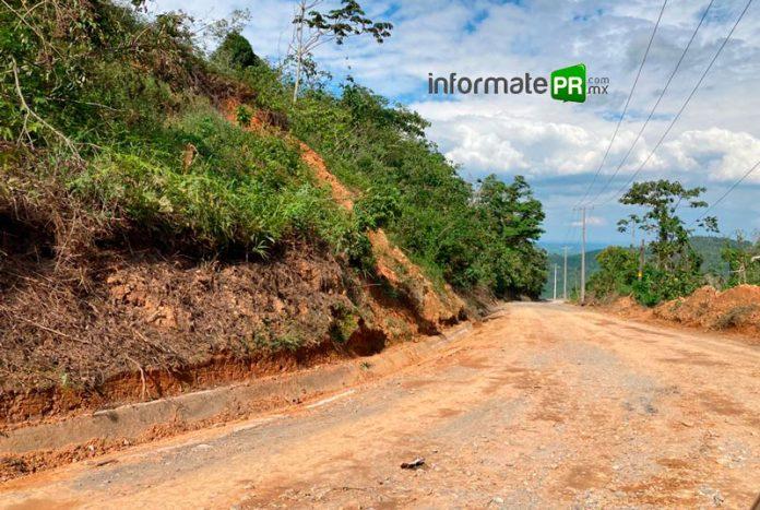 Muchos tramos de la carretera Coyutla- Filomeno Mata practicamente como terracería (Foto: Jorge Huerta E.)