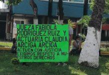 Protesta en juzgado cuarto de Poza Rica (Foto: Especial)